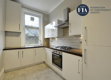 2 bed flat to rent in Hamilton Road, London W5