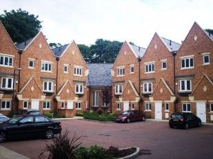 3 bed town house to rent in Reeceton Gardens, Bolton BL1