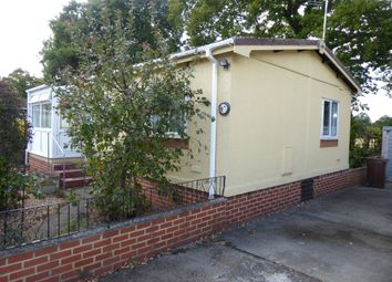 2 bed mobile/park home for sale in Shirkoak Park, Woodchurch, Ashford, Kent, 3Rp TN26