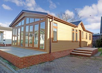Thumbnail 2 bedroom mobile/park home for sale in London Road, West Kingsdown, Sevenoaks, Kent