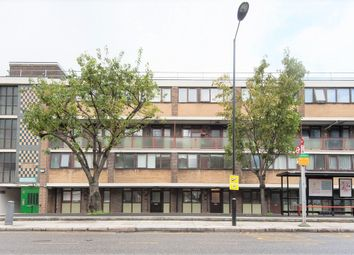 Thumbnail 3 bed flat to rent in Crondall Court, Shoreditch/Old Street/Hoxton