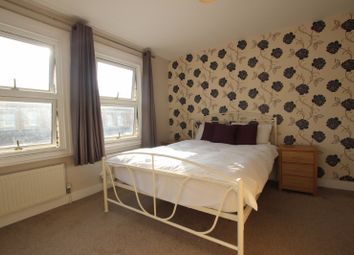Thumbnail Room to rent in Curzon Street - Room 4, Reading