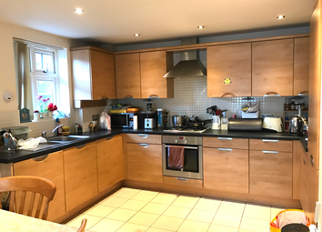 Thumbnail 2 bed flat to rent in Lansdowne Road, Bromely
