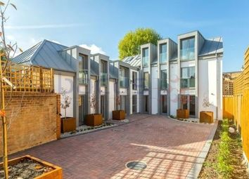 3 bed maisonette to rent in Tudor Mews, Hawthorn, Willesden NW10
