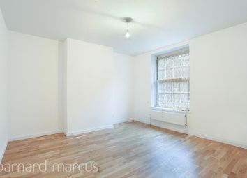 3 bed flat to rent in Union Grove, London SW8