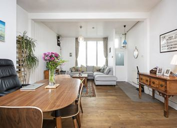 2 bed property for sale in Shacklewell Lane, Dalston, London E8