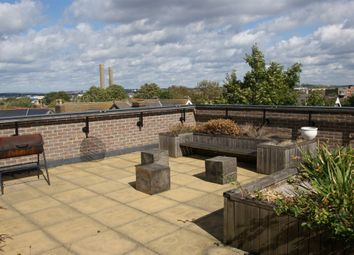 Thumbnail 2 bed flat to rent in Craven Park, London