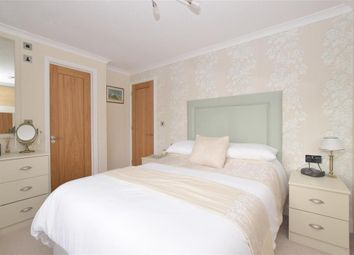 Thumbnail 2 bed mobile/park home for sale in Southwick Road, Fareham, Hampshire