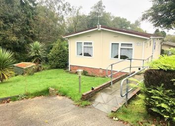 2 bed mobile/park home for sale in Nightingale Lane, Turners Hill Park, Turners Hill, Crawley RH10