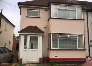 Thumbnail 1 bed flat to rent in Connaught Avenue, Hounslow