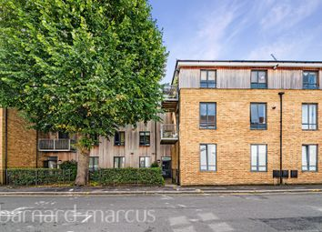 Chelsea Court, The Parade, Epsom KT18. 2 bed flat