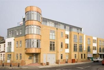 Thumbnail 3 bed flat to rent in Chandos Road, London