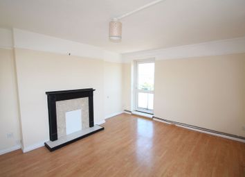 2 bed flat to rent in Strongbow Crescent, London SE9