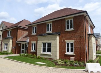 Thumbnail 1 bed flat to rent in Reservoir Crescent, Reading