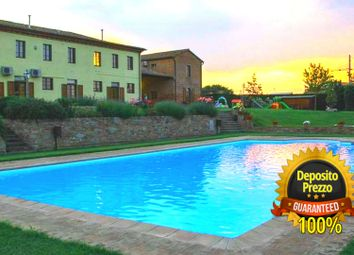 Thumbnail Hotel/guest house for sale in Arezzo Agritourism, Castiglion Fiorentino, Arezzo, Tuscany, Italy
