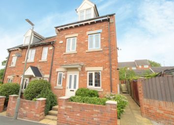 3 bed end terrace house for sale in Martindale Close, Chesterfield S43
