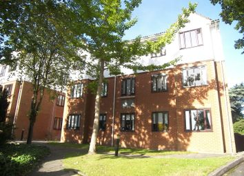 Thumbnail 1 bed flat to rent in Lyonsdowne Road, Barnet