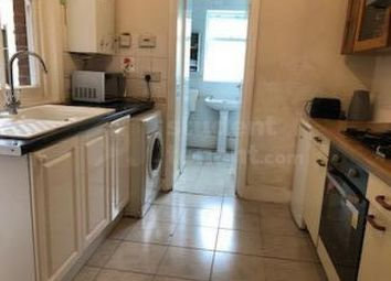 2 bed shared accommodation to rent in Kirby's Lane, Canterbury, Kent CT2