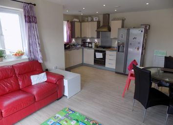 Thumbnail 2 bedroom flat to rent in Holymead, Calcot