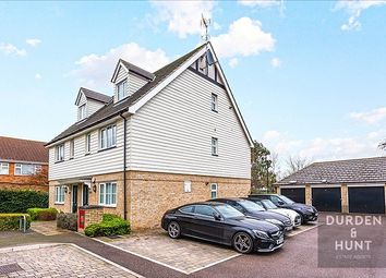 Thumbnail 2 bed flat to rent in Foxburrows Court, Chigwell