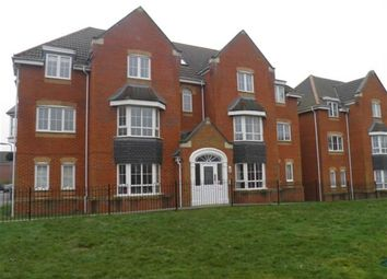 Thumbnail 2 bedroom flat to rent in Kings Chase, Andover