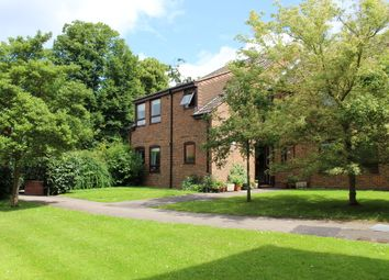 Thumbnail 2 bed flat to rent in Station Road, Wokingham