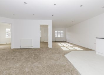 2 bed flat to rent in Falcon Court, Stockett Lane, Maidstone, Kent ME17