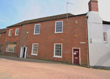 2 bed terraced house to rent in Market Hill, Buckingham MK18