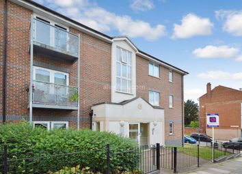 Thumbnail 1 bed flat to rent in Glyndon Road, London