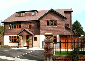 Thumbnail 3 bed flat to rent in Woodlands Close, Gerrards Cross, Buckinghamshire