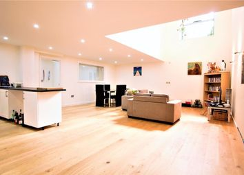Thumbnail 3 bed flat to rent in Holloway Road, Islington, London