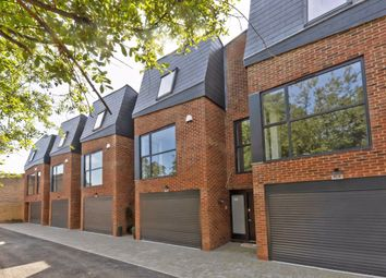 Thumbnail 3 bed property for sale in Kings Avenue, London