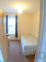 Thumbnail Room to rent in Greenwich Crescent, Beckton, London