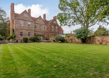 Davis Street, Hurst, Reading, Berkshire RG10. 5 bed property for sale
