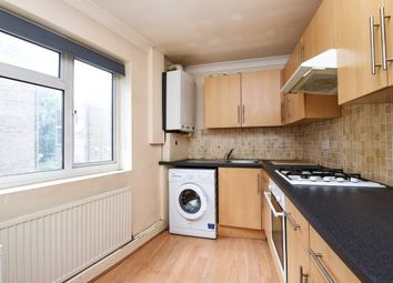 2 bed flat to rent in High Road, London E18