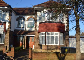 3 bed semi-detached house to rent in Gordon Road, London N11