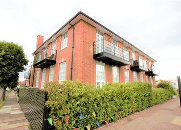 London Road, Leigh-On-Sea, Essex SS9. 2 bed flat