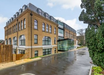 Hampton Road, Teddington TW11. 2 bed flat for sale
