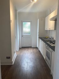 3 bed flat to rent in Crescent Road, London E18