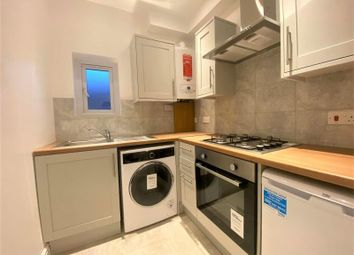 2 bed flat to rent in High Street, Camberley GU15
