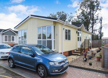 Thumbnail 2 bedroom mobile/park home for sale in Woodside Park Homes, Woodside, Luton