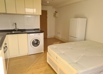 400 Roding Lane South, Woodford Green IG8. Studio to rent
