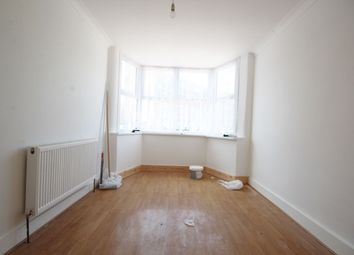Thumbnail 2 bed flat to rent in Oakliegh Road South, Southgate