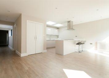 Romford Road, London E12. 3 bed flat