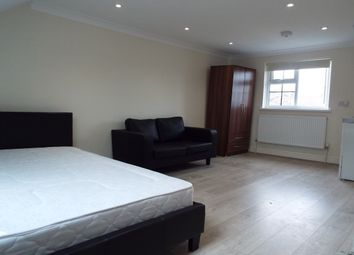 Thumbnail Studio to rent in Cantley Gardens, Ilford