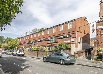3 bed maisonette for sale in Approach Close, London N16