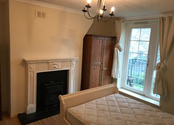 Thumbnail 3 bed flat to rent in Philip Street, Hoxton