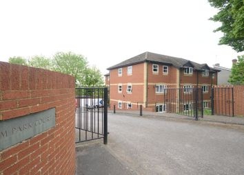 Thumbnail 2 bedroom flat to rent in Elm Park Court, Reading