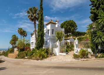 Thumbnail 4 bed property for sale in El Paraiso, Estepona, Málaga