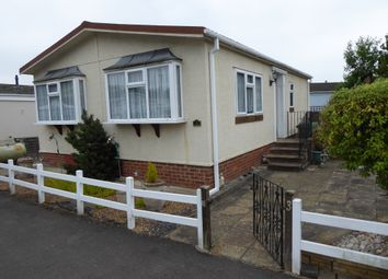 2 bed mobile/park home for sale in Park Avenue, Grange Farm Estate, Shepperton, Surrey TW17